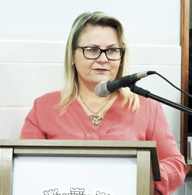 'Os professores estão usando a ferramenta que mais se adequa  à realidade do estudante, da turma, da família e da escola', afirma a secretária municipal de Educação, Tânia Georgi