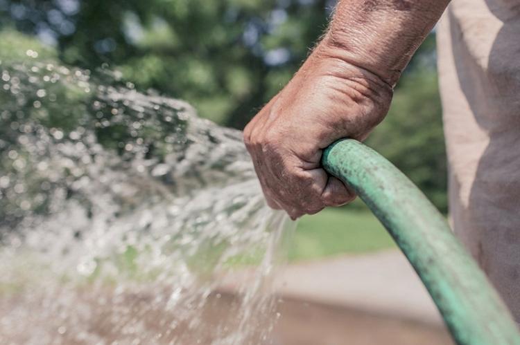 Consumo de água cresce e Corsan alerta para o uso consciente