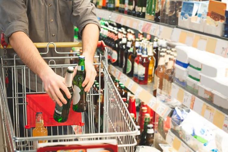 Com a falta de insumos para  alguns produtos a dica é antecipar  as compras de fim de ano