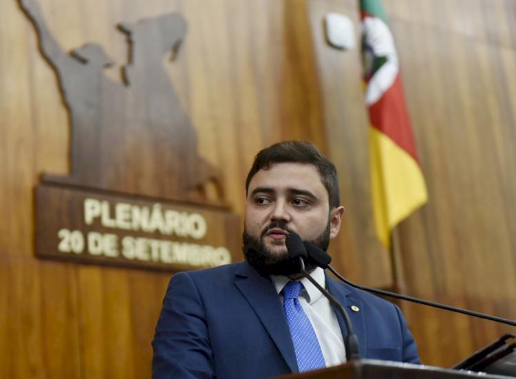 Deputado Gabriel Souza, do MDB,  é o novo presidente