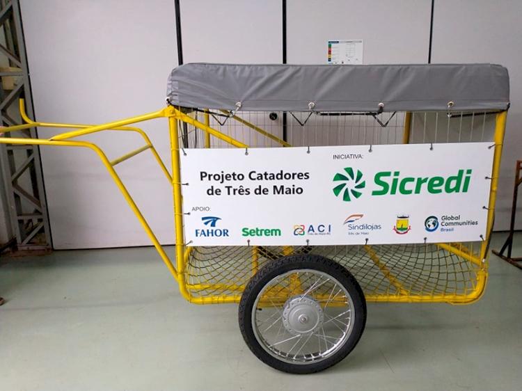 Projeto socioambiental entrega carrinhos para catadores