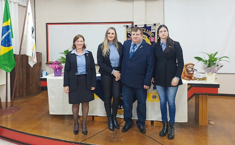 Lions Clube e LEO Clube empossam novas diretorias