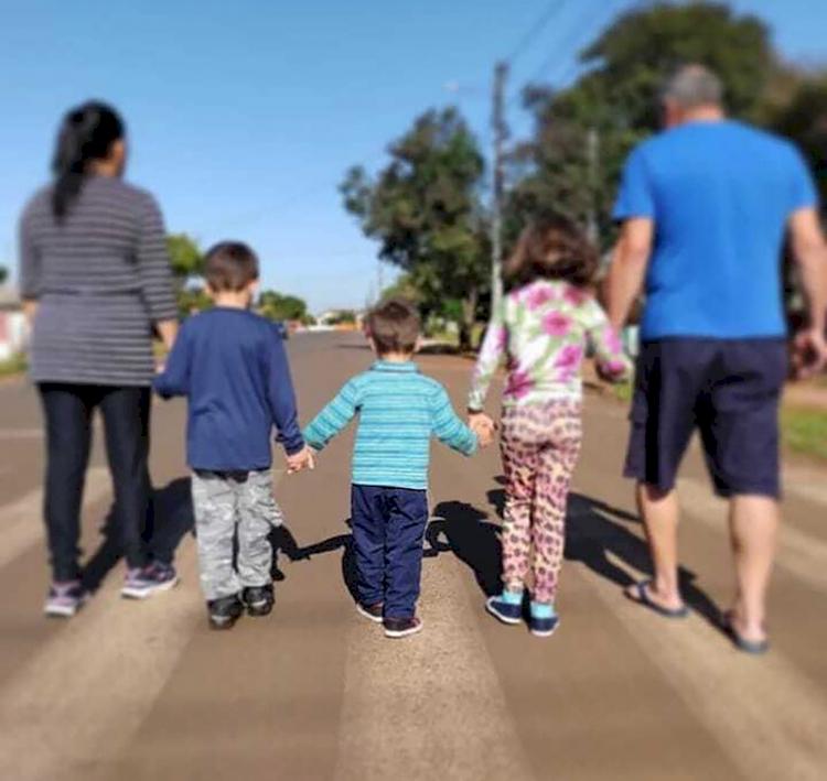 Família acolhedora é alternativa a abrigos