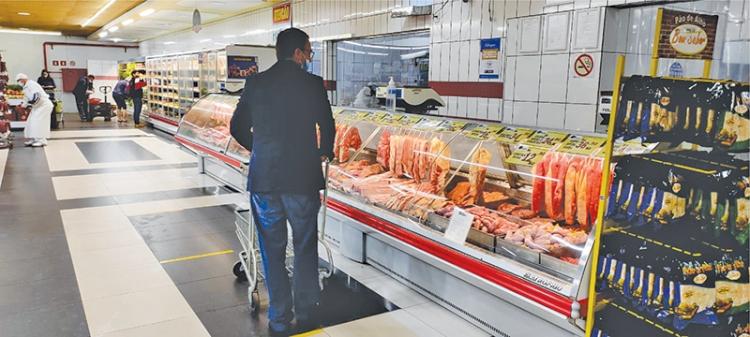 Três-maienses estão comprando menos carne